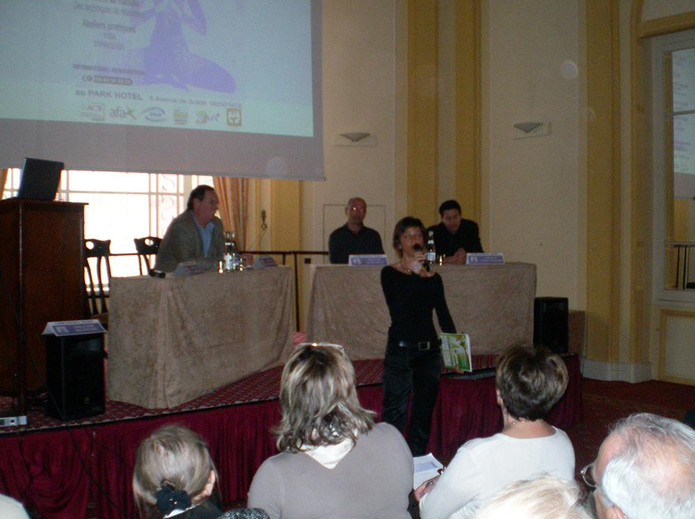 Nancy Cattan, journaliste médicale et de G à D le Pr Hébuterne, Dr O. Brocq et Dr Passeron