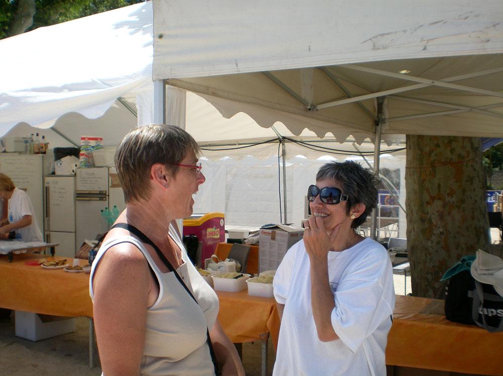 """Ici Claudie l'adorable épouse d'Alain avec DI Dom Délices, dit """"Bernadette la pâtissière""""."""